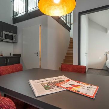 Wohnraum mit Küche, Zugang zur zweiten Ebene